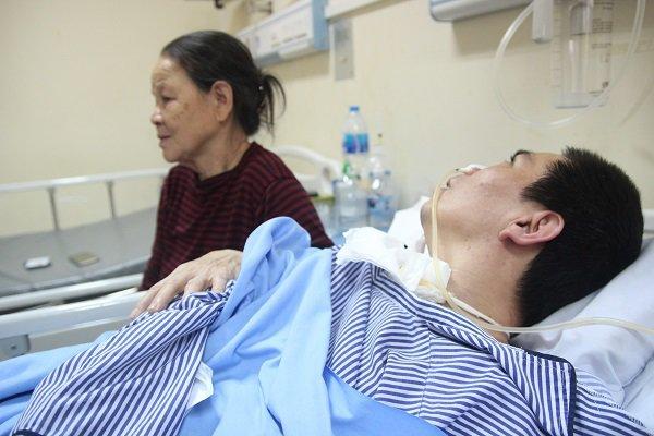 """Mẹ chết lặng khi nghe con nói ngoài hành lang bệnh viện: Mẹ ơi cứu con, con sắp chết rồi""""-2"""