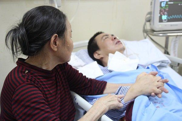 """Mẹ chết lặng khi nghe con nói ngoài hành lang bệnh viện: Mẹ ơi cứu con, con sắp chết rồi""""-5"""