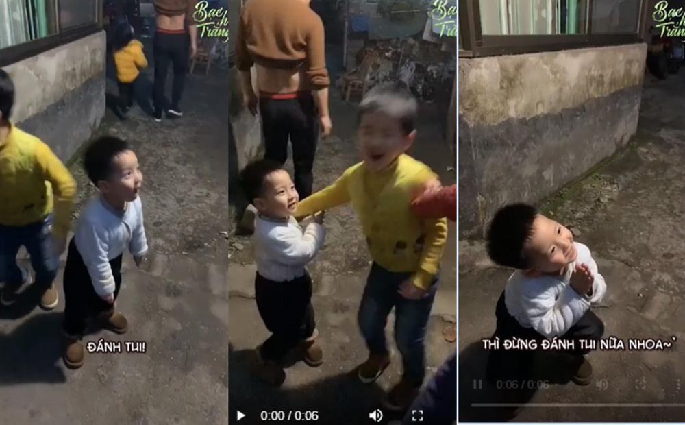 Cậu bé mầm non gây sốt MXH vì hành động trượng nghĩa khi bảo vệ anh trai nhưng câu nói sau cùng tiết lộ sự thật hài hước-1
