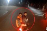 Hai nam thanh niên đầu trần lái xe máy lạng lách, chặn đầu ôtô gây sự