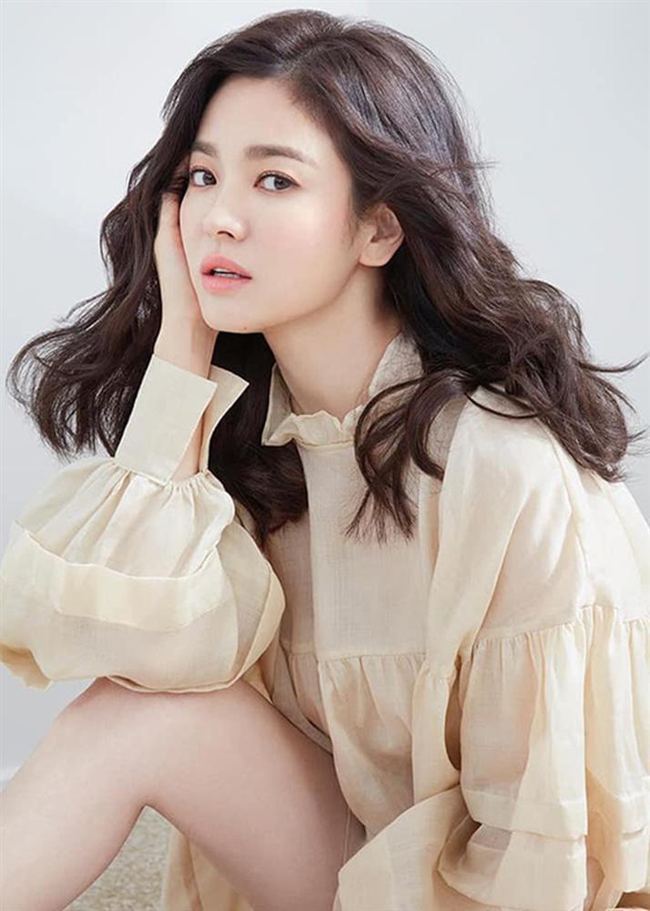 So sánh người cũ Song Hye Kyo và tình tin đồn hiện tại của Hyun Bin: Đẹp, giỏi, giàu rồi nhưng đường tình duyên lại vướng quá nhiều ồn ào-3