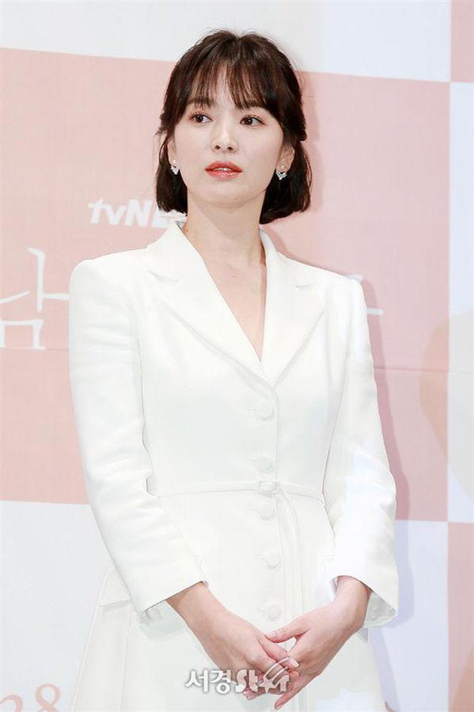 So sánh người cũ Song Hye Kyo và tình tin đồn hiện tại của Hyun Bin: Đẹp, giỏi, giàu rồi nhưng đường tình duyên lại vướng quá nhiều ồn ào-10