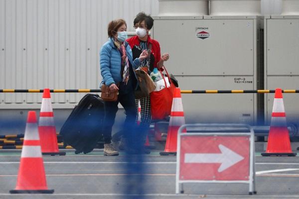 Du thuyền bị cách ly ở Nhật bắt đầu thả gần 3000 người sau 14 ngày cô lập với những lưu ý đặc biệt-3