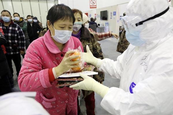 Gia đình 4 người ở Trung Quốc lần lượt 'ra đi' vì cách ly tại nhà: Lời cảnh tỉnh đến cả thế...