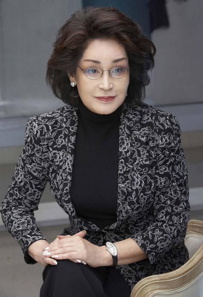 """Lee Myung Hee: Con gái út tài giỏi nhà Samsung, bà mẹ chồng từng khiến con dâu là cựu Hoa hậu Hàn lên bờ xuống ruộng""""-1"""