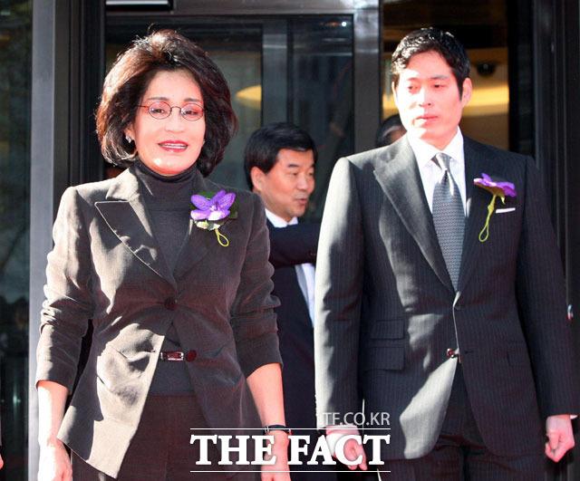 """Lee Myung Hee: Con gái út tài giỏi nhà Samsung, bà mẹ chồng từng khiến con dâu là cựu Hoa hậu Hàn lên bờ xuống ruộng""""-4"""