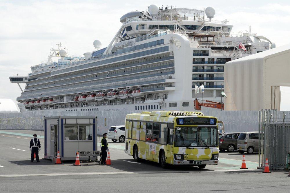 Cách ly thất bại, du thuyền ở Nhật trở thành lồng ấp virus-3