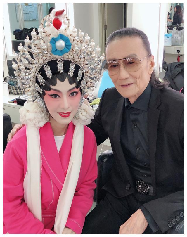 Bằng chứng thép 4 trên TVB: Sao nữ 65 tuổi - Mễ Tuyết, bố Tạ Đình Phong 84 tuổi gây sốc vì quá trẻ đẹp-3