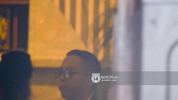 Đám cưới bí mật của Tóc Tiên - Hoàng Touliver: An ninh thắt chặt, bảo vệ căng dù che kín hình ảnh cô dâu-9