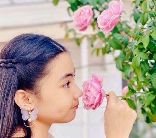 Bà xã Quyền Linh khoe vườn hồng ngập sắc, mọi sự trầm trồ lại đổ vào 2 cô công chúa-4