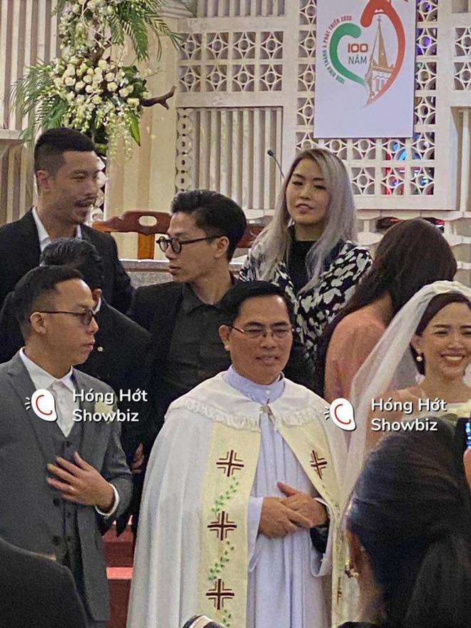 Đám cưới bí mật của Tóc Tiên - Hoàng Touliver: An ninh thắt chặt, bảo vệ căng dù che kín hình ảnh cô dâu-2