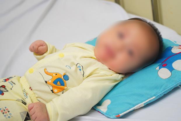 Chùm ảnh: Hành trình 9 ngày điều trị thành công cho bệnh nhi nhỏ tuổi nhất Việt Nam nhiễm COVID-19-1