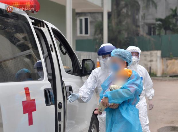 Chùm ảnh: Hành trình 9 ngày điều trị thành công cho bệnh nhi nhỏ tuổi nhất Việt Nam nhiễm COVID-19-11