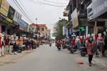 Phố chân dài độc nhất vô nhị ở Hà Nội, bán hàng theo cách không giống ai-13