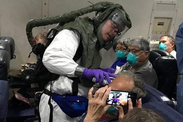 Mỹ vội vã sơ tán công dân khỏi du thuyền, không chờ kết quả xét nghiệm-2