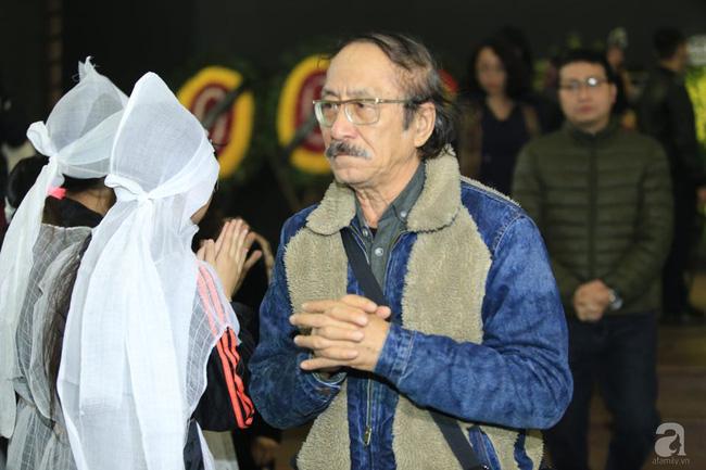 NS Xuân Bắc, ca sĩ Thanh Lam cùng rất đông các nghệ sĩ Việt rơi nước mắt khi tới tiễn đưa NSƯT Vũ Mạnh Dũng về nơi an nghỉ cuối cùng-1