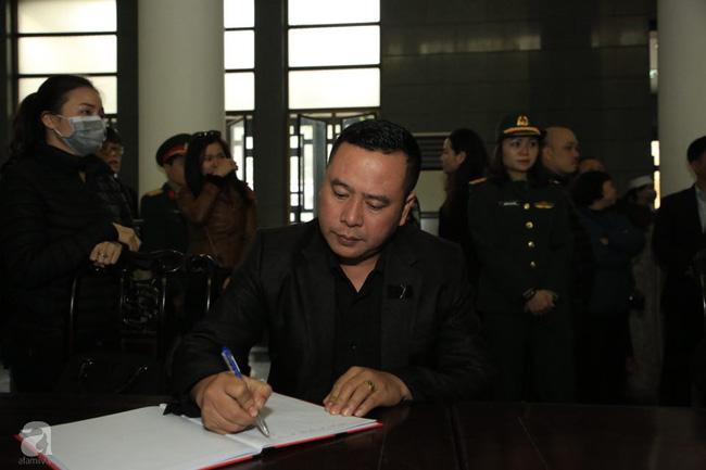 NS Xuân Bắc, ca sĩ Thanh Lam cùng rất đông các nghệ sĩ Việt rơi nước mắt khi tới tiễn đưa NSƯT Vũ Mạnh Dũng về nơi an nghỉ cuối cùng-2