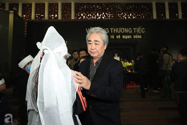 NS Xuân Bắc, ca sĩ Thanh Lam cùng rất đông các nghệ sĩ Việt rơi nước mắt khi tới tiễn đưa NSƯT Vũ Mạnh Dũng về nơi an nghỉ cuối cùng-4