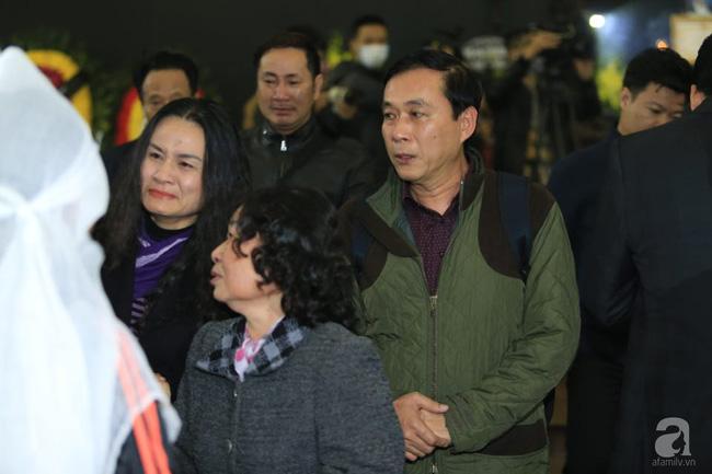 NS Xuân Bắc, ca sĩ Thanh Lam cùng rất đông các nghệ sĩ Việt rơi nước mắt khi tới tiễn đưa NSƯT Vũ Mạnh Dũng về nơi an nghỉ cuối cùng-5