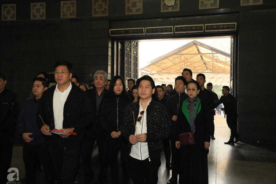 NS Xuân Bắc, ca sĩ Thanh Lam cùng rất đông các nghệ sĩ Việt rơi nước mắt khi tới tiễn đưa NSƯT Vũ Mạnh Dũng về nơi an nghỉ cuối cùng-6