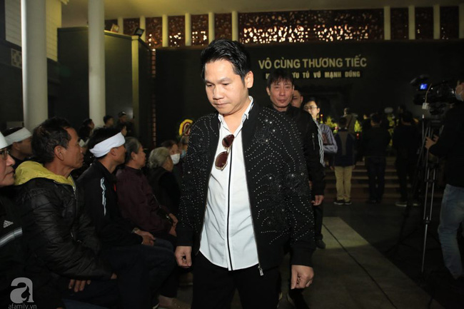 NS Xuân Bắc, ca sĩ Thanh Lam cùng rất đông các nghệ sĩ Việt rơi nước mắt khi tới tiễn đưa NSƯT Vũ Mạnh Dũng về nơi an nghỉ cuối cùng-8