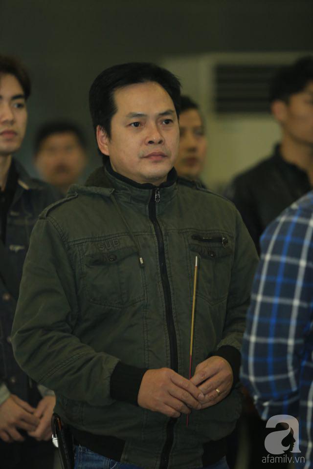 NS Xuân Bắc, ca sĩ Thanh Lam cùng rất đông các nghệ sĩ Việt rơi nước mắt khi tới tiễn đưa NSƯT Vũ Mạnh Dũng về nơi an nghỉ cuối cùng-11