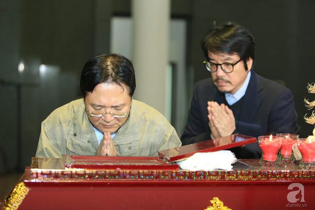 NS Xuân Bắc, ca sĩ Thanh Lam cùng rất đông các nghệ sĩ Việt rơi nước mắt khi tới tiễn đưa NSƯT Vũ Mạnh Dũng về nơi an nghỉ cuối cùng-12