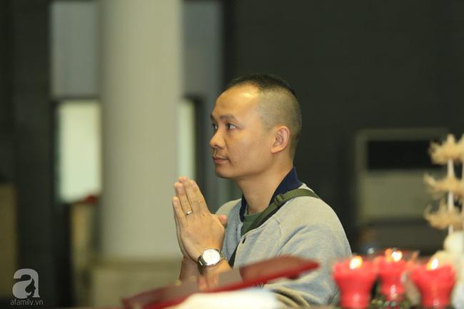 NS Xuân Bắc, ca sĩ Thanh Lam cùng rất đông các nghệ sĩ Việt rơi nước mắt khi tới tiễn đưa NSƯT Vũ Mạnh Dũng về nơi an nghỉ cuối cùng-13