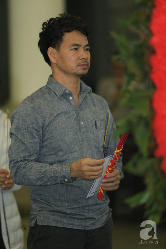 NS Xuân Bắc, ca sĩ Thanh Lam cùng rất đông các nghệ sĩ Việt rơi nước mắt khi tới tiễn đưa NSƯT Vũ Mạnh Dũng về nơi an nghỉ cuối cùng-9