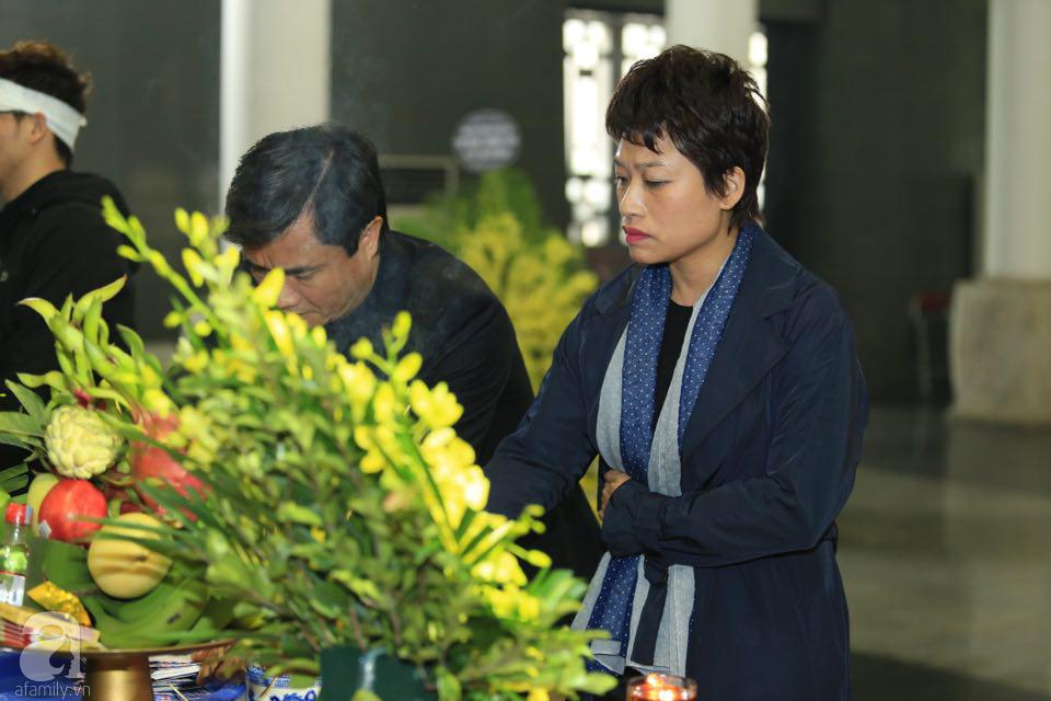 NS Xuân Bắc, ca sĩ Thanh Lam cùng rất đông các nghệ sĩ Việt rơi nước mắt khi tới tiễn đưa NSƯT Vũ Mạnh Dũng về nơi an nghỉ cuối cùng-22