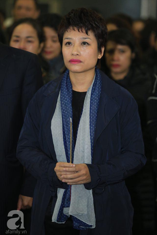 NS Xuân Bắc, ca sĩ Thanh Lam cùng rất đông các nghệ sĩ Việt rơi nước mắt khi tới tiễn đưa NSƯT Vũ Mạnh Dũng về nơi an nghỉ cuối cùng-23
