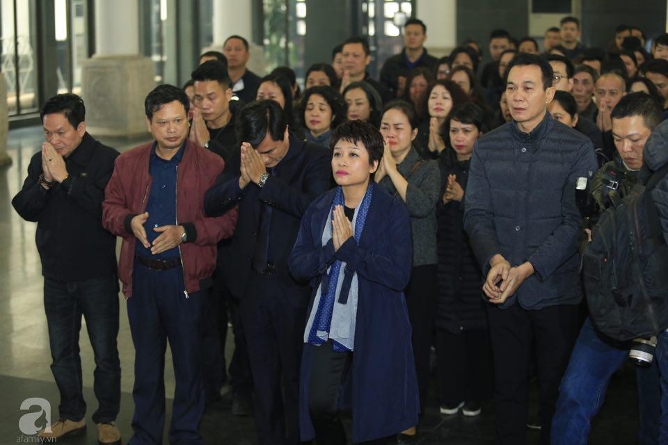 NS Xuân Bắc, ca sĩ Thanh Lam cùng rất đông các nghệ sĩ Việt rơi nước mắt khi tới tiễn đưa NSƯT Vũ Mạnh Dũng về nơi an nghỉ cuối cùng-21