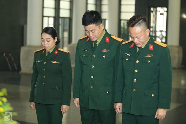 NS Xuân Bắc, ca sĩ Thanh Lam cùng rất đông các nghệ sĩ Việt rơi nước mắt khi tới tiễn đưa NSƯT Vũ Mạnh Dũng về nơi an nghỉ cuối cùng-26