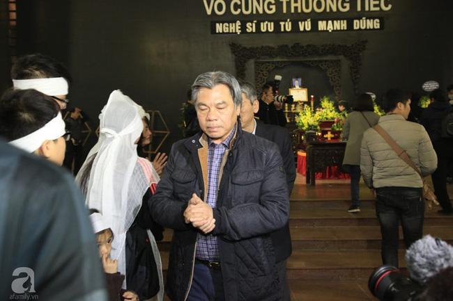 NS Xuân Bắc, ca sĩ Thanh Lam cùng rất đông các nghệ sĩ Việt rơi nước mắt khi tới tiễn đưa NSƯT Vũ Mạnh Dũng về nơi an nghỉ cuối cùng-25