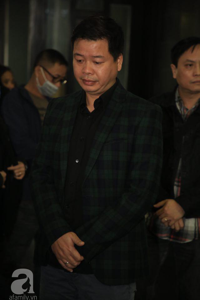 NS Xuân Bắc, ca sĩ Thanh Lam cùng rất đông các nghệ sĩ Việt rơi nước mắt khi tới tiễn đưa NSƯT Vũ Mạnh Dũng về nơi an nghỉ cuối cùng-16