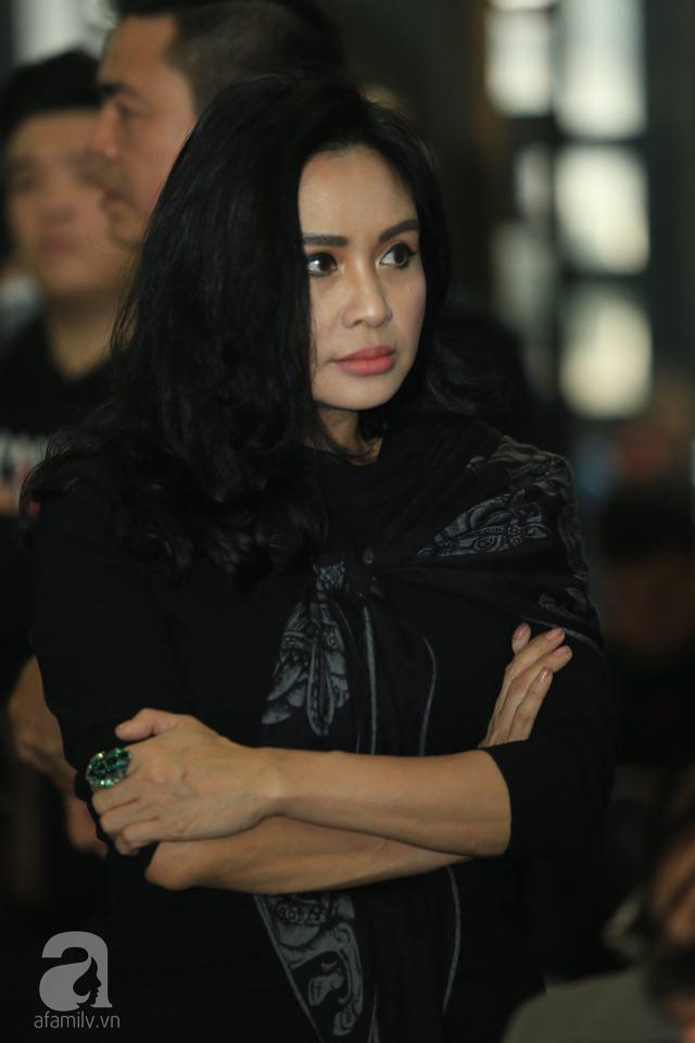 NS Xuân Bắc, ca sĩ Thanh Lam cùng rất đông các nghệ sĩ Việt rơi nước mắt khi tới tiễn đưa NSƯT Vũ Mạnh Dũng về nơi an nghỉ cuối cùng-18