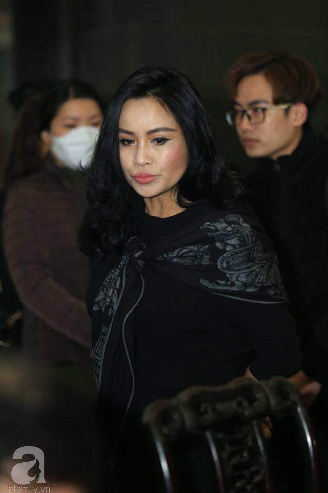NS Xuân Bắc, ca sĩ Thanh Lam cùng rất đông các nghệ sĩ Việt rơi nước mắt khi tới tiễn đưa NSƯT Vũ Mạnh Dũng về nơi an nghỉ cuối cùng-19