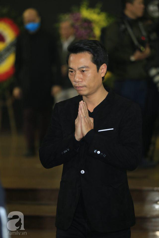 NS Xuân Bắc, ca sĩ Thanh Lam cùng rất đông các nghệ sĩ Việt rơi nước mắt khi tới tiễn đưa NSƯT Vũ Mạnh Dũng về nơi an nghỉ cuối cùng-30