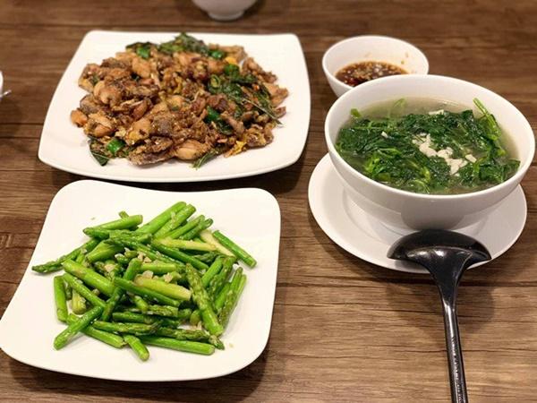 Chăm nấu cơm cho vợ 9x xinh đẹp,Dương Khắc Linh cũng nhận lại kết quả ấm lòng-18