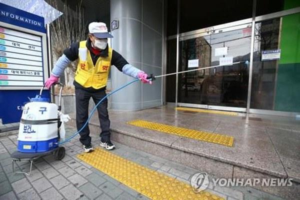Virus corona tại Hàn Quốc: Hơn 1000 người từng đến nhà thờ cùng bệnh nhân siêu lây nhiễm, 90 xuất hiện triệu chứng, 396 chưa liên lạc được-2