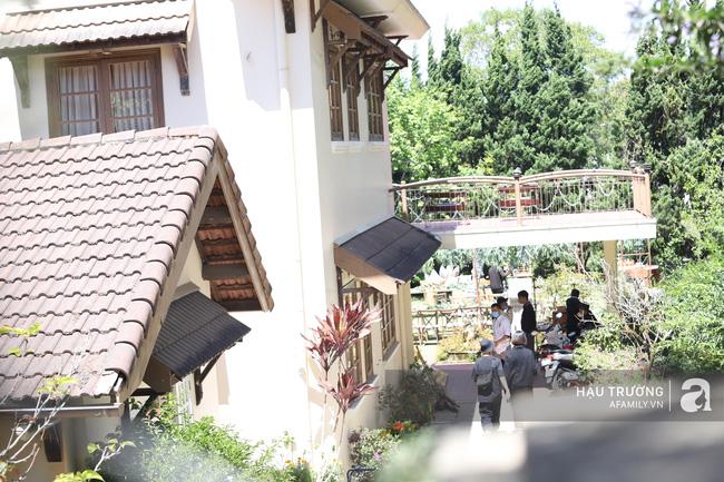 Không gian tiệc cưới bí mật của Tóc Tiên: Khung cảnh lãng mạn như trong phim nhưng đã bị rào kín nội bất xuất, ngoại bất nhập-2