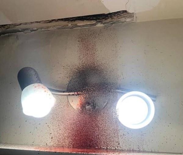 Vừa về tới nhà, người đàn ông ngửi thấy mùi hôi thối và nhà tắm đầy máu trước khi cơ quan chức năng phát hiện nguồn cơn từ nhà tầng trên-2