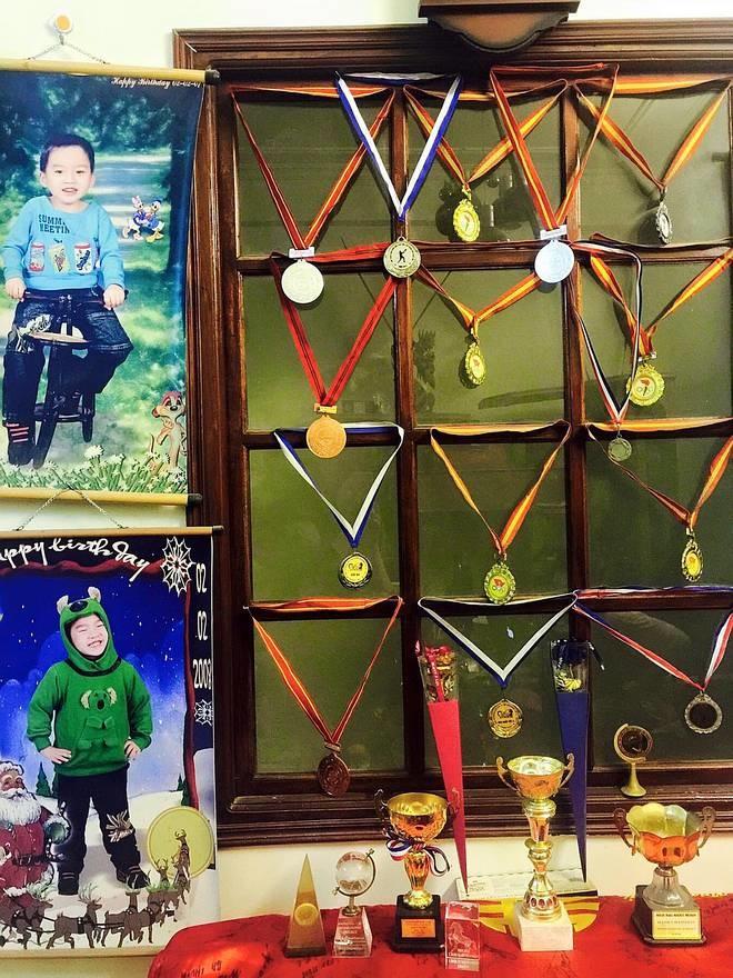 Nam sinh Hà Nội nói 8 thứ tiếng, thông thạo 5 ngôn ngữ, nhận học bổng 5 trường, được tiến sĩ Mỹ nhận xét uyên bác như bác học-8