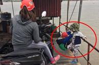 Hình ảnh gây phẫn nộ: Mẹ trẻ mải xem điện thoại, vô tâm khi 2 con nhỏ đang chơi bên lan can đò đầy nguy hiểm