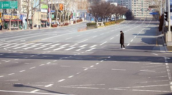 Thành phố Daegu đóng cửa đìu hiu sau khi trở thành tâm dịch virus corona lớn nhất Hàn Quốc, vào diện chăm sóc đặc biệt-1