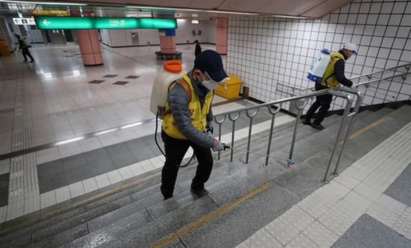 Thành phố Daegu đóng cửa đìu hiu sau khi trở thành tâm dịch virus corona lớn nhất Hàn Quốc, vào diện chăm sóc đặc biệt-10