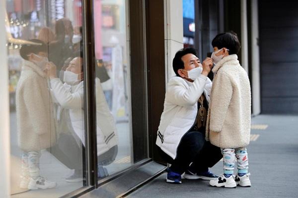 Thành phố Daegu đóng cửa đìu hiu sau khi trở thành tâm dịch virus corona lớn nhất Hàn Quốc, vào diện chăm sóc đặc biệt-13