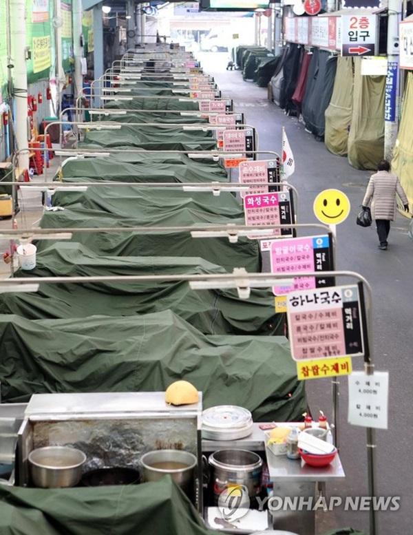 Thành phố Daegu đóng cửa đìu hiu sau khi trở thành tâm dịch virus corona lớn nhất Hàn Quốc, vào diện chăm sóc đặc biệt-7
