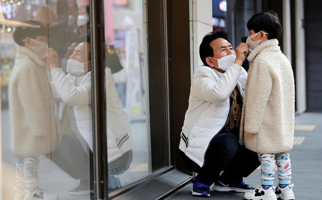 Hàn Quốc khủng hoảng khẩu trang trước dịch corona, có người dân phải mua 80.000 VNĐ/chiếc-1