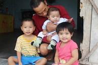 Vợ mất sau khi sinh, chồng một nách ôm 3 đứa con khờ dại: 'Sao ba để mẹ ngồi đó mà không xuống chơi với con'